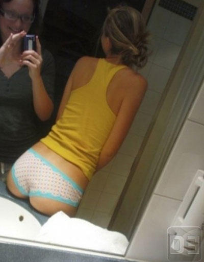 worst-mom-mirror-teen-butt